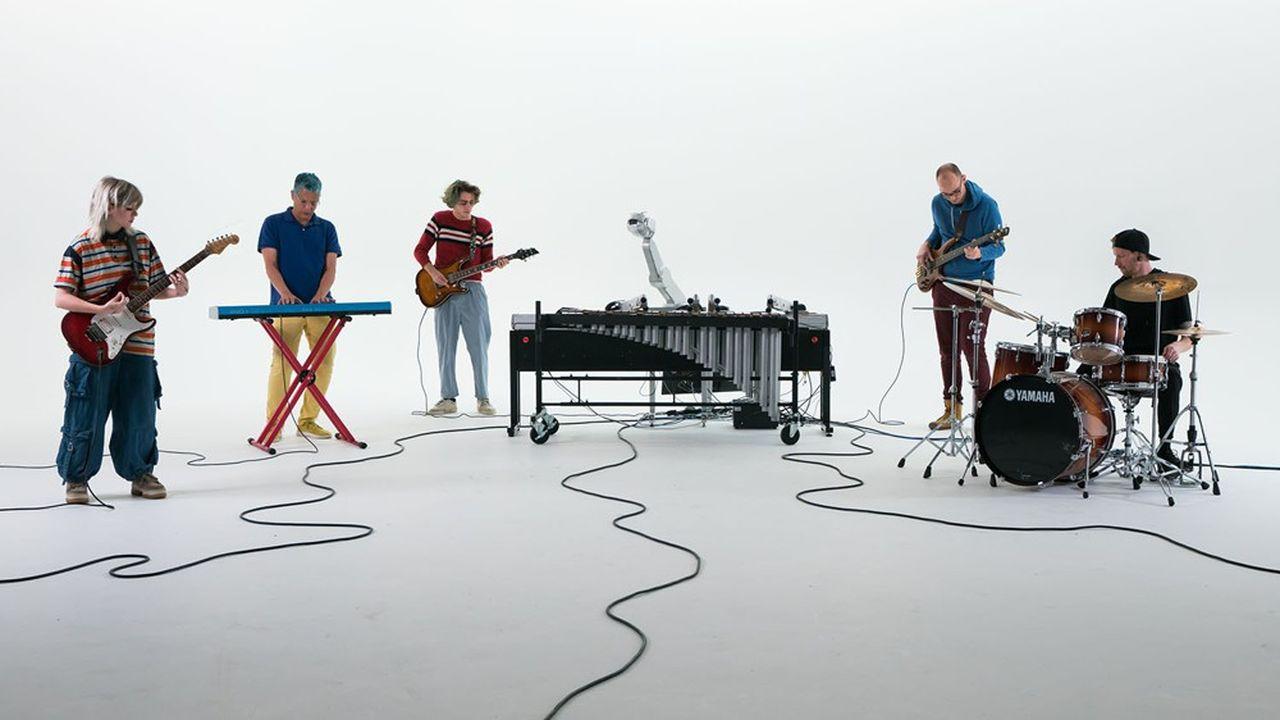 Le robot Shimon, développé auGeorgia Tech Center for Music Technology, est capable de jouer du xylophone et d'improviser avec un groupe.