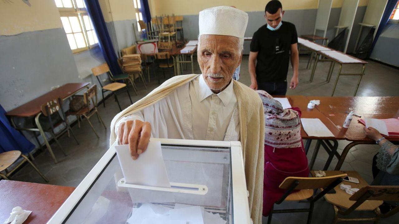 Les législatives algériennes ont été marquées par une abstention très élevée samedi dernier.
