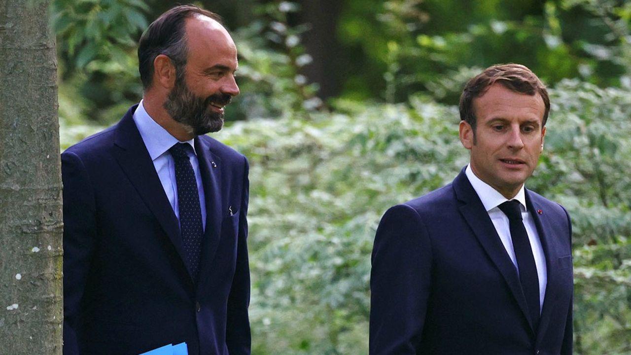 Emmanuel Macron salue les « mérites à venir » d'Edouard Philippe