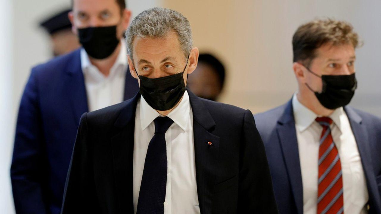 Nicolas Sarkozy comparaît pour «financement illégal de campagne» et encourt un an d'emprisonnement et 3.750euros d'amende.