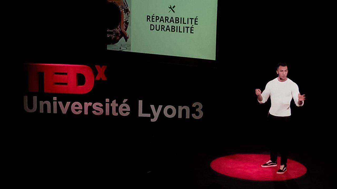 Maxime Cousin, lors d'une conférence TEDx à Lyon.