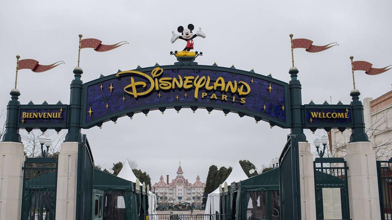 Outre les deux parcs à thème, Disneyland et Walt Disney Studios, le Disney Village sera également accessible, tandis que l'un des cinq hôtels en propre de Disney - le Newport - pourra accueillir des clients dès le premier jour.