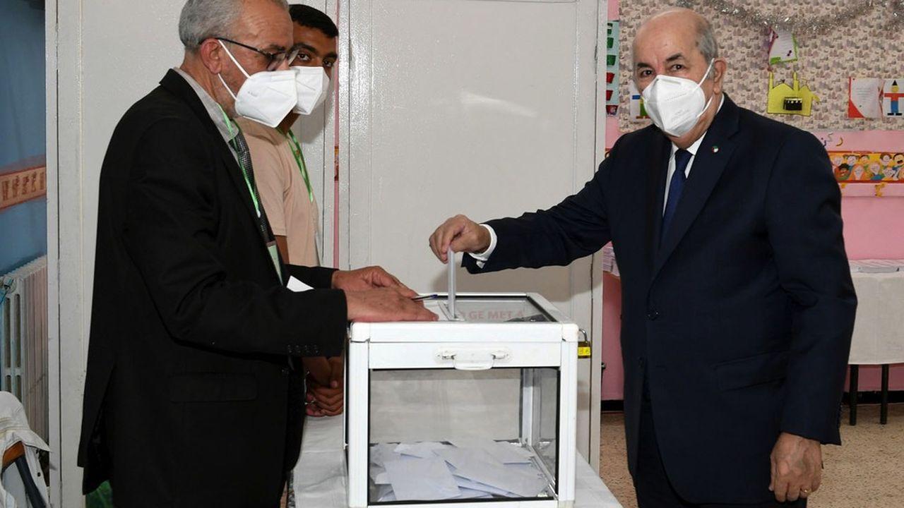 Le président algérien Abdelmadjid Tebboune a voté samedi pour des législatives qui ont été très largement boycottées par 77% des électeurs.
