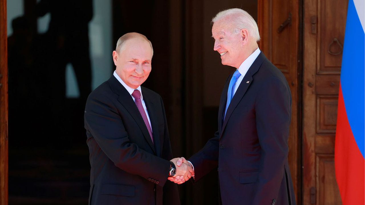 Le président américain, Joe Biden, et son homologue russe, Vladimir Putin, se sont serré la main ce mercredi à Genève, geste devenu rare par ces temps de Covid.