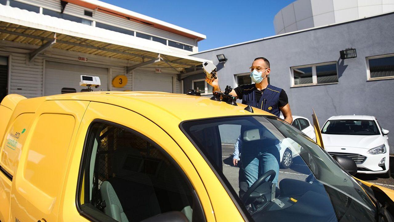 Avec ses véhicules de facteur équipés de caméra, La Poste facilite l'analyse de la voirie urbaine.