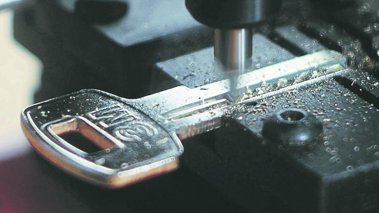 Une simple photo suffit à identifier le fabricant et le modèle spécifique d'une clé.
