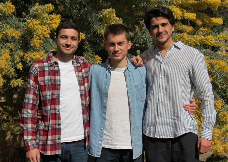 De gauche à droite, Soleïman, Sacha et Yanis, les fondateurs de Mouiller le Maillot.
