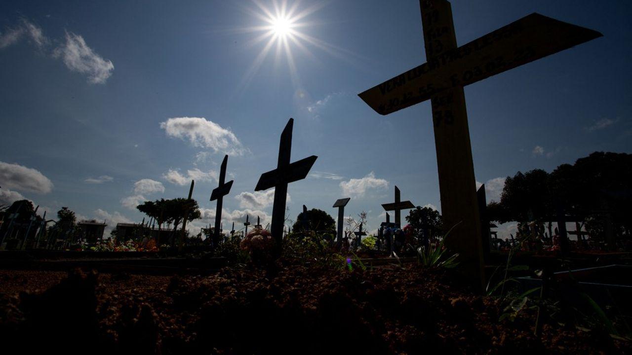 Le nombre de décès dus au coronavirus au Brésil a dépassé les 500.000 samedi.
