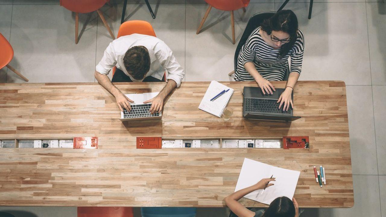 33 personnalités plaident dans une tribune pour un «chèque bureau» qui permettrait de télétravailler dans un tiers-lieu comme un espace de coworking.
