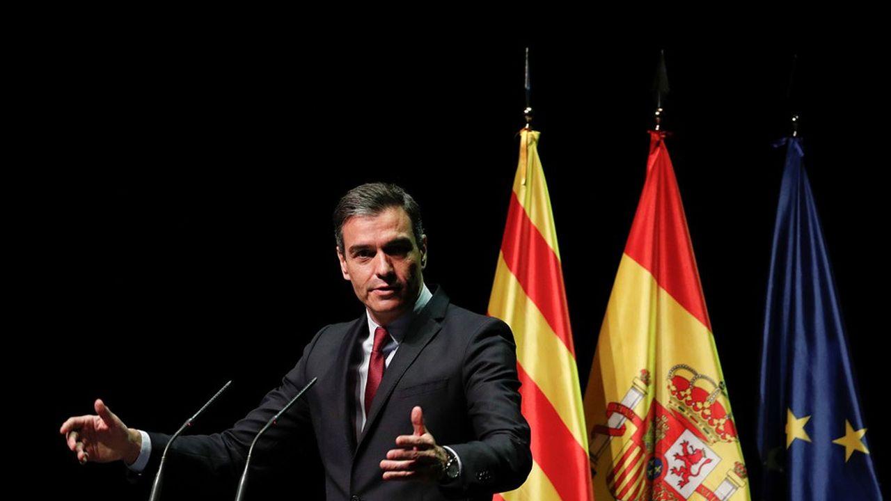 Pedro Sánchez a annoncé lundi à Barcelone des mesures de grâce pour 9 leaders indépendantistes actuellement emprisonnés.
