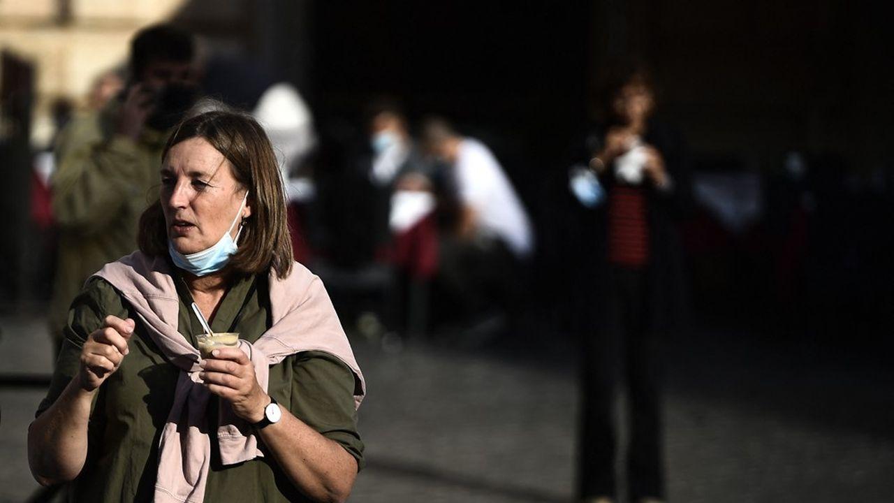 Le port du masque était obligatoire en extérieur depuis le 8octobre 2020 en Italie.