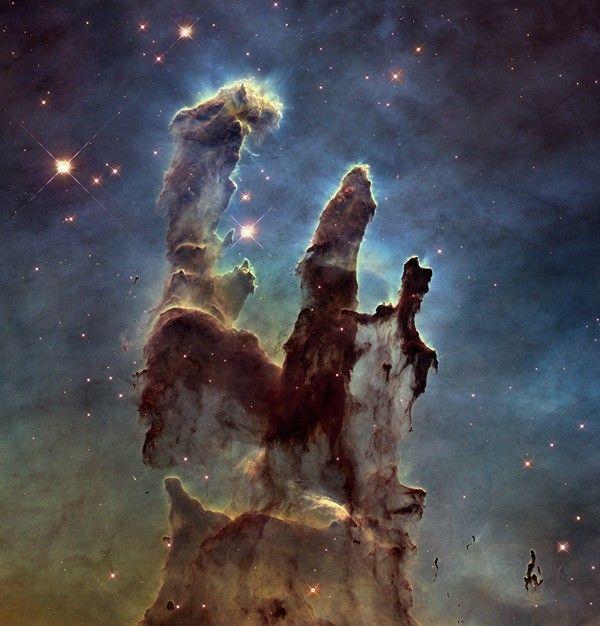 Il s'agit d'une des images les plus célèbres prises par Hubble. Appelée «les piliers de la création», cette image prise en 1995 représente une région du ciel dans la nébuleuse de l'aigle.