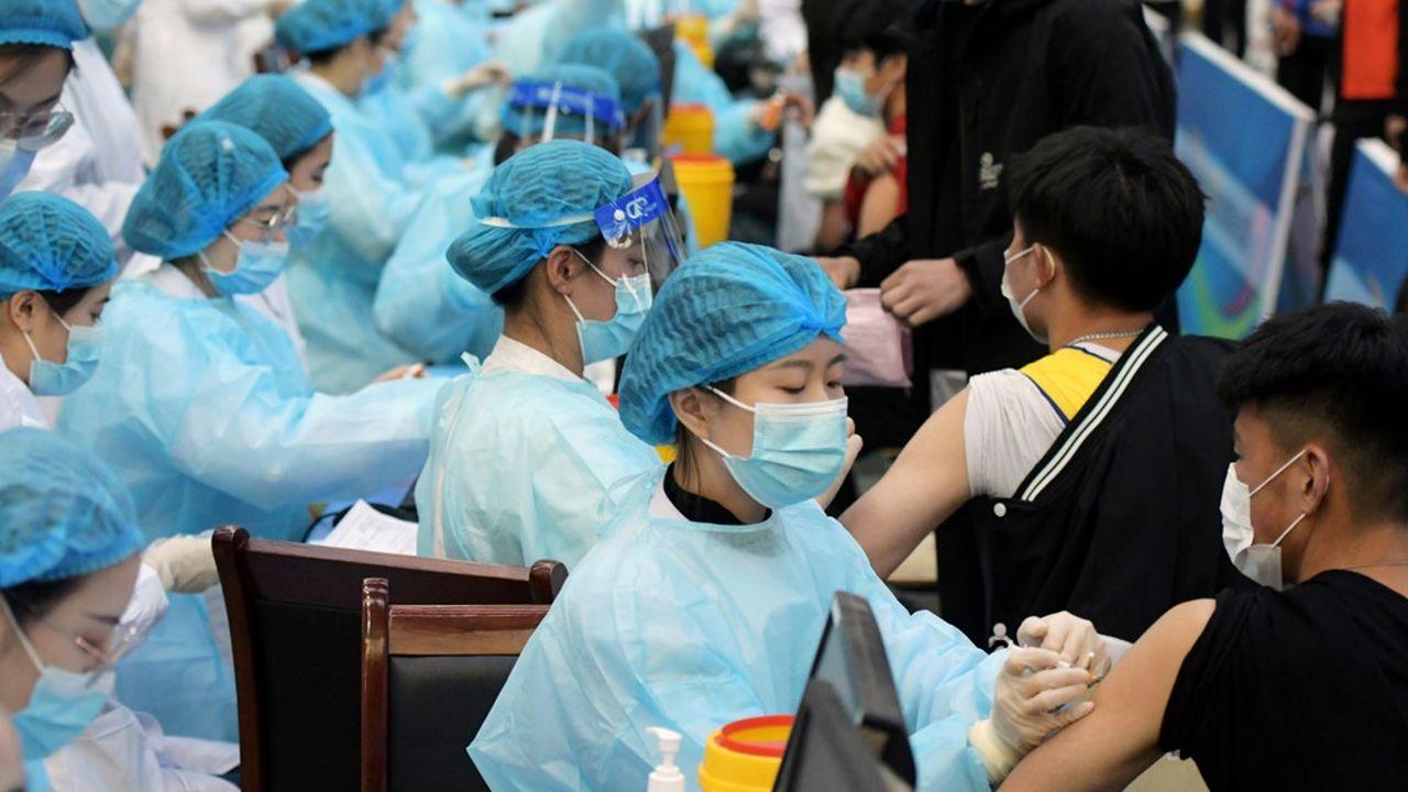 Après des débuts poussifs, la Chine a réussi à accélérer sa campagne de vaccination contre le Covid.