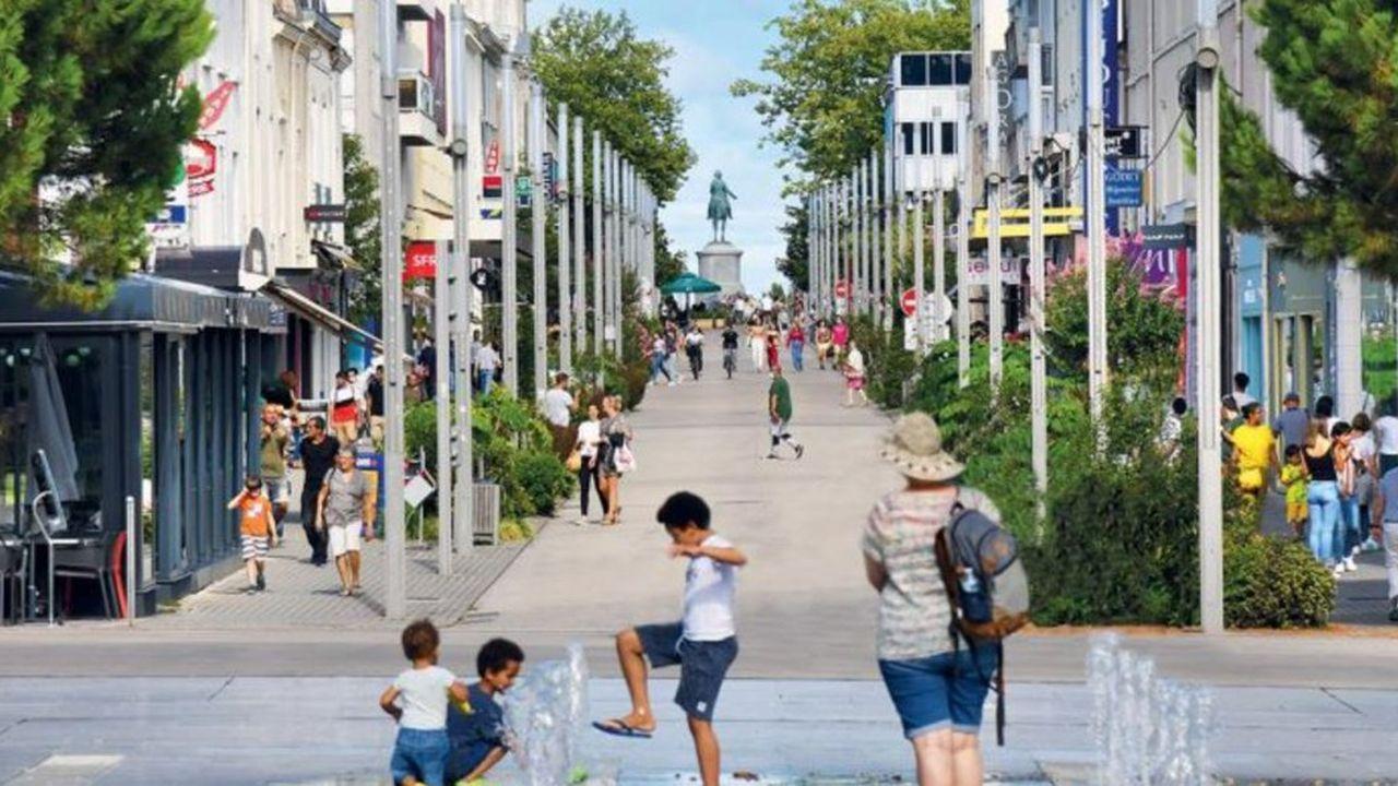 Rendue piétonne en juillet, la rue Clémenceau, l'artère la plus commerçante de la Roche-sur-Yon va tester du mobilier urbain sous forme de modules déplaçables.