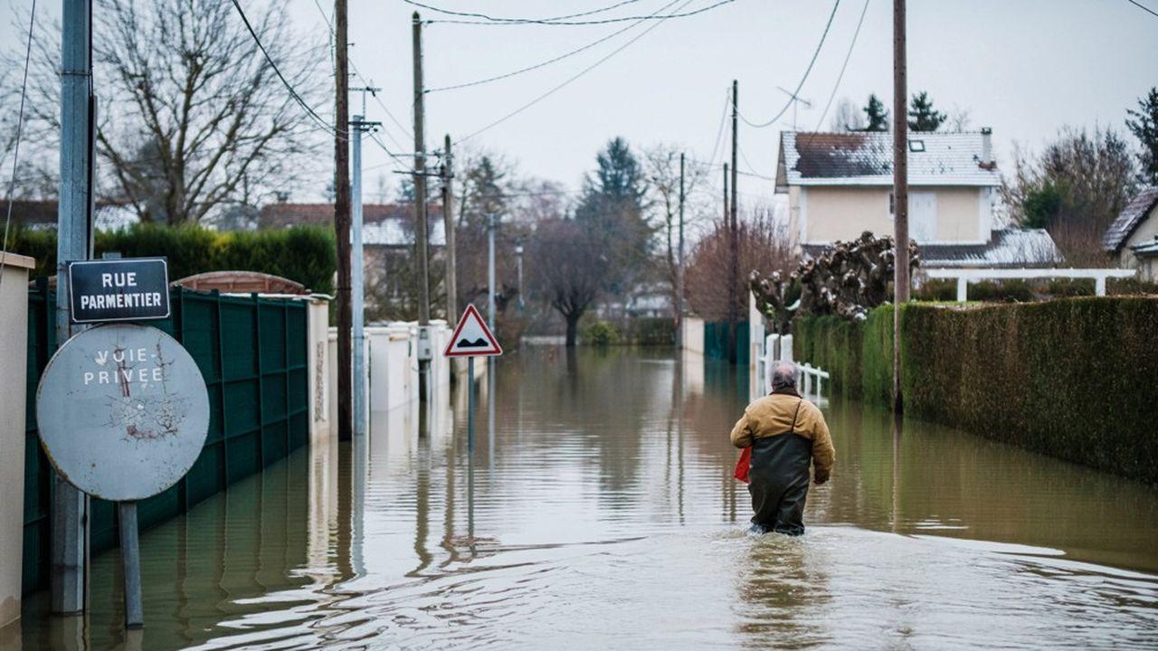 La montée des eaux menace plus de 800 communes en France.