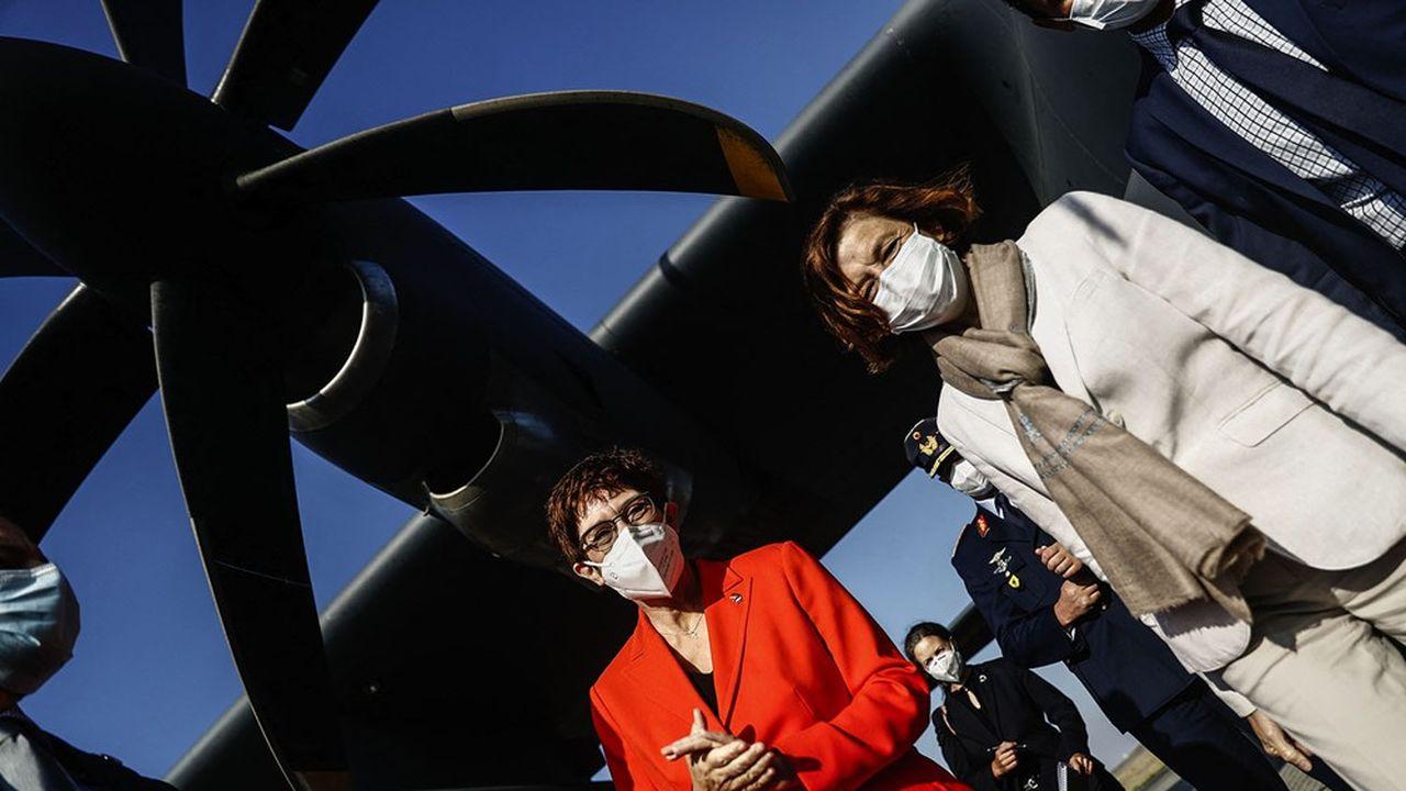 Les ministres de la Défense allemande, Annegret Kramp-Karrenbauer et française, Florence Parly, ont mis tout leur poids dans la balance pour surmonter les tensions entre les industriels.