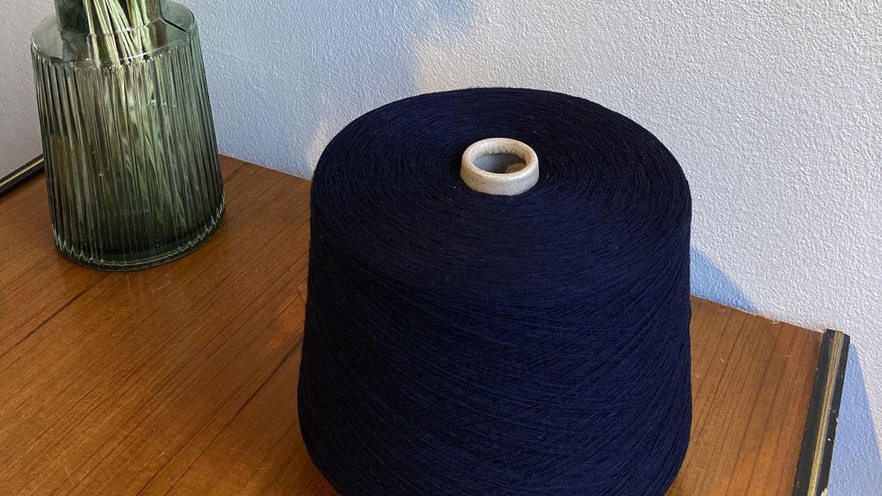 Recycler les tissus invendus, une démarche qui s'inscrit dans le cadre de la loi qui va interdire la destruction des invendus dans l'habillement à partir de janvier2022.