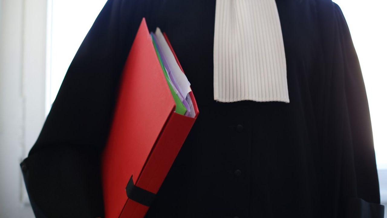77 avocats d'affaires sont considérés comme les meilleurs de France par la revue américaine juridique « Best Lawyers ».