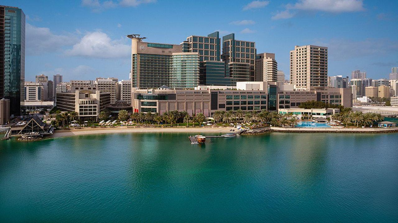 Le Beach Rotana à Abu Dhabi, premier établissement du groupe, inauguré en 1992.
