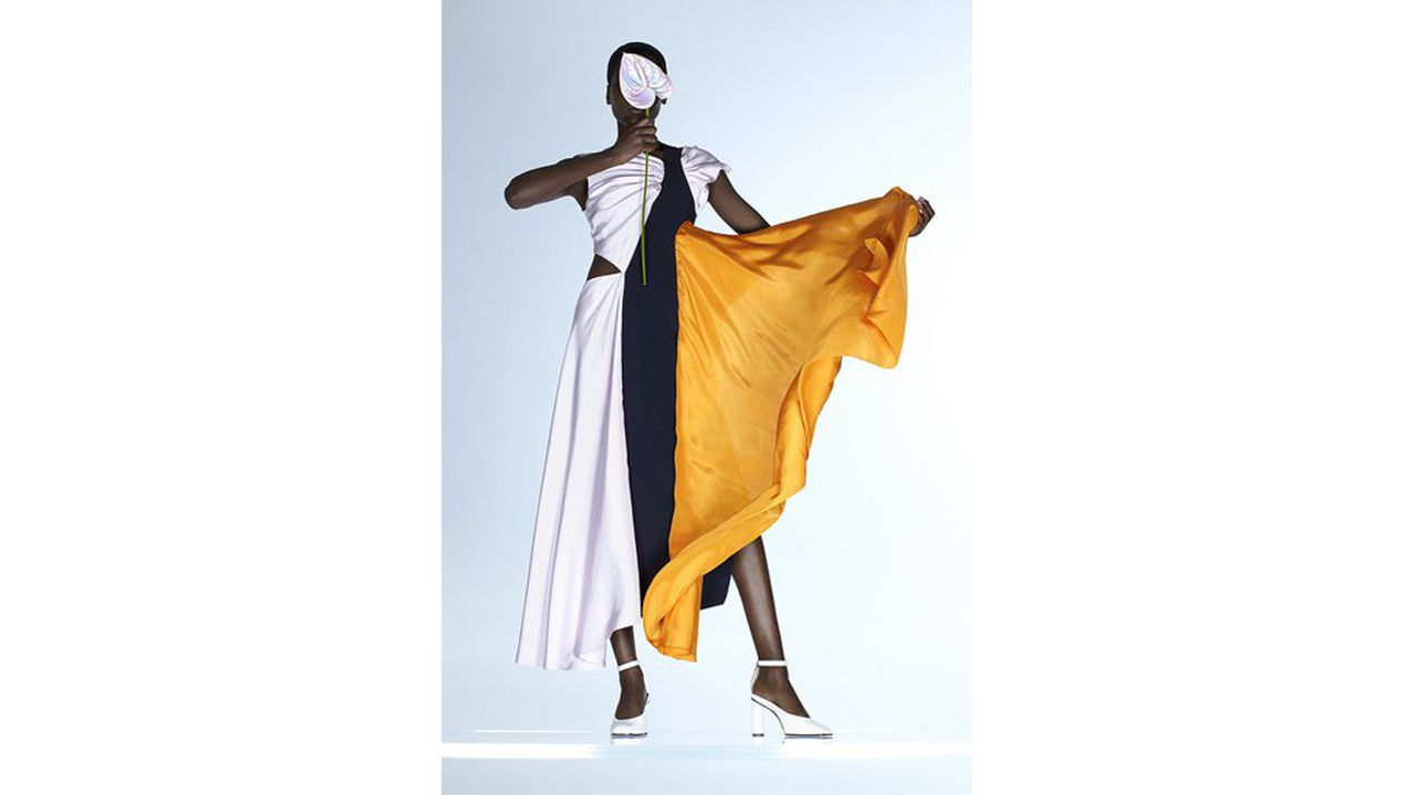 Un modèle de la collection Nina Ricci par le duo Herrebrugh et Rushemy.