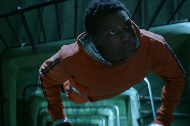 La fiction raconte l'histoire de Youri, interprété par Alseni Bathily. Passionné par l'espace et l'astronomie, il lutte pour pouvoir sauver la cité Gagarine.Haut et Court