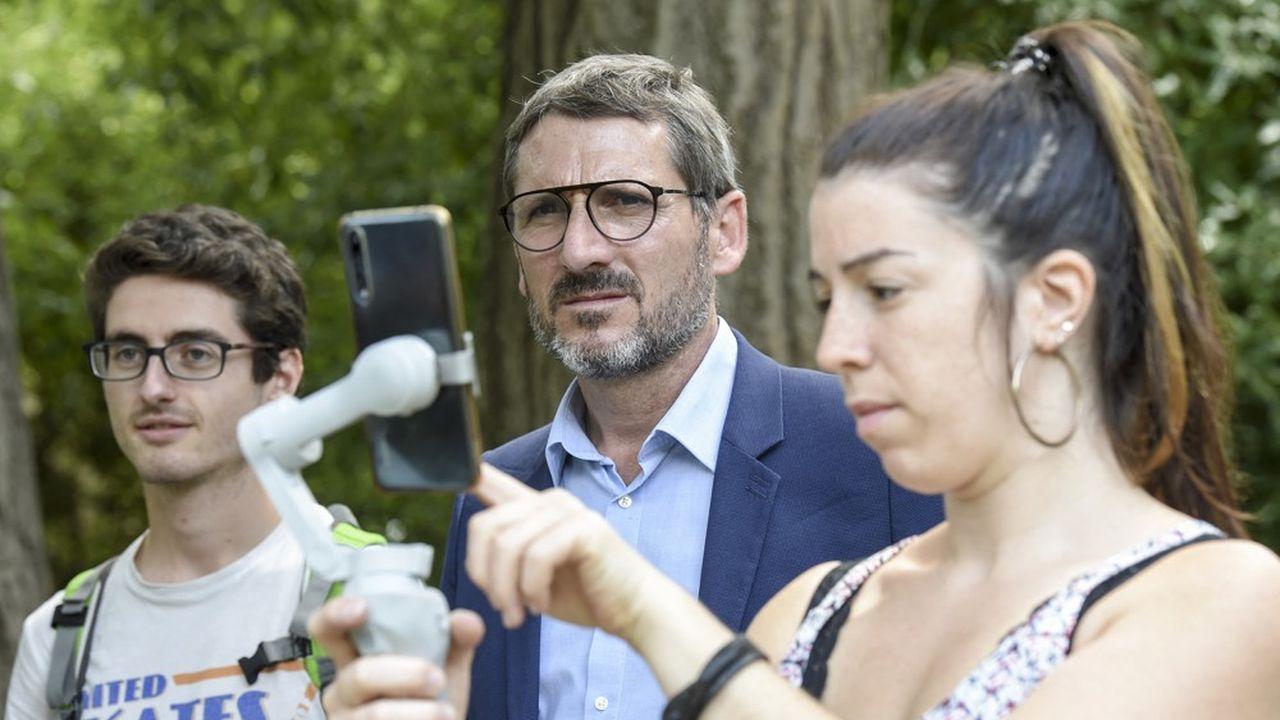 Matthieu Orphelin en campagne pour les élections régionales en Pays de la Loire.