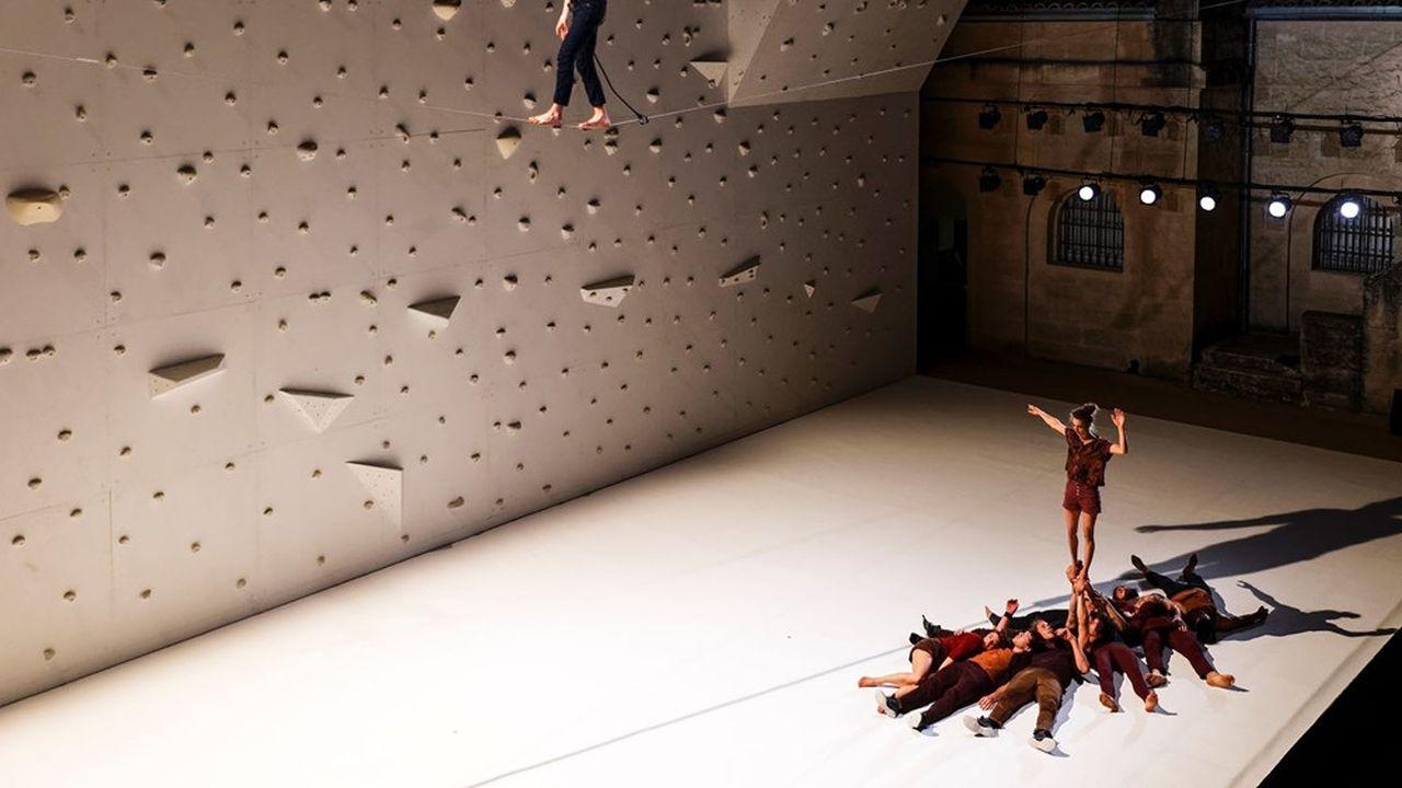 Dans «Corps extrêmes» de Rachid Ouramdane, acrobates et voltigeurs tutoient les sommets.