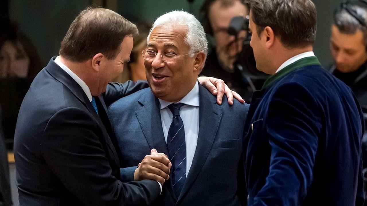 Les réunions «en présentiel» des dirigeants de l'Union européenne ont été rares ces derniers mois, la plupart se tenant à distance. Ici le premier ministre portugais, Antonio Costa entouré de deux de ses homologues, le Suédois Stefan Löfven et le Luxembourgeois Xavier Bettel.