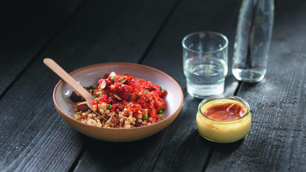 Pierre Sang, qui s'est fait connaître grâce à l'émission «Top Chef», signe la recette vegan de pâtes perles, tofu fumé et piperade à la coréenne.