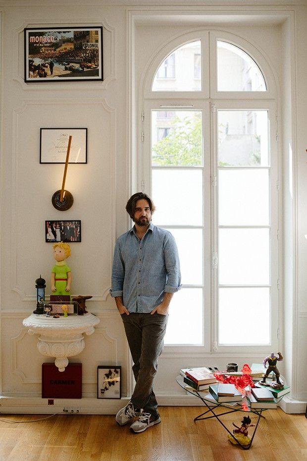 Dimitri Rassam, producteur de cinéma français, fils de Jean-Pierre Rassam et Carole Bouquet, photographié dans son bureau de la société Chapter 2, à Paris…
