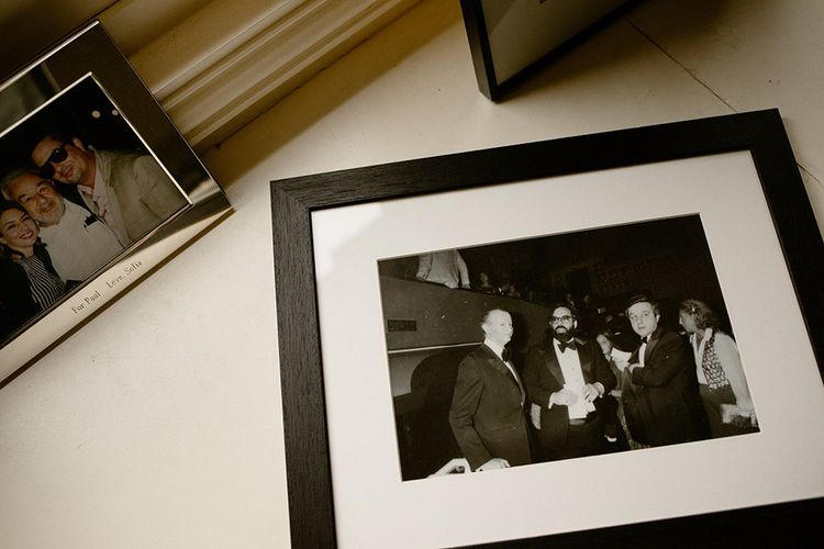 A droite, Gilles Jacob, Francis Ford Coppola et Paul Rassam lors de la présentation du film « Apocalypse Now » au Festival de Cannes en 1979 dont Paul Rassam était le producteur. A gauche, Paul Rassam en compagnie de Sofia Coppola.