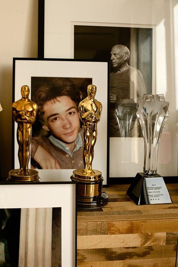 Le portrait de Julien Langmann (alias Julien Rassam) le frère aîné de Thomas Langmann, derrière les deux Oscars, celui de Claude et le sien pour «The Artist».