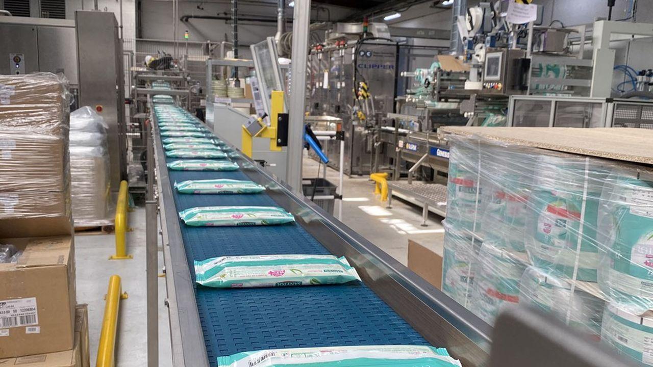A Vaulx-en-Velin, les 108 salariés du siège France et de l'usine, qui fabrique toujours 7 millions de teintures Ideal, sont désormais 15 de plus pour produire 6millions de paquets de lingettes par an.