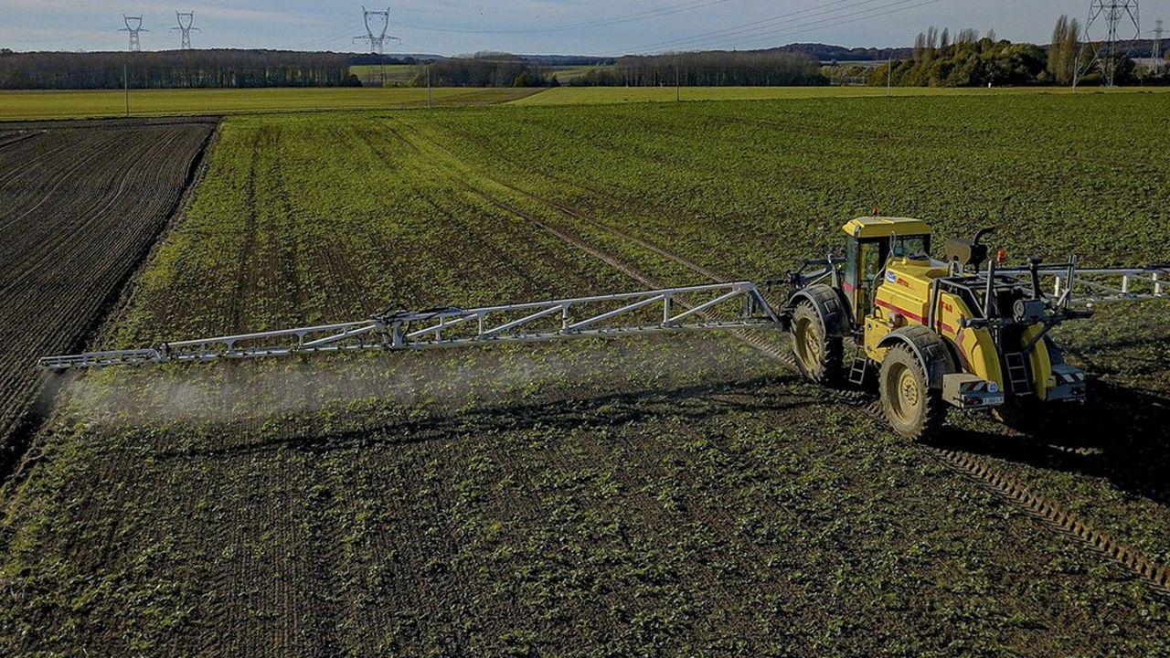 Les pesticides sont de nouveau montrés du doigt dans une vaste expertise française, qui conclut à une «présomption forte» de lien entre l'exposition professionnelle, essentiellement agricole, à ces produits et deux pathologies graves supplémentaires.