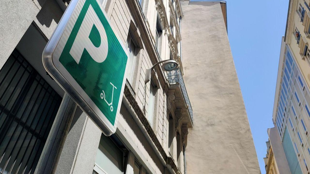 La ville a aménagé 80 parkings totalisant 800 places en Presqu'Île, où l'usage est le plus intensif.