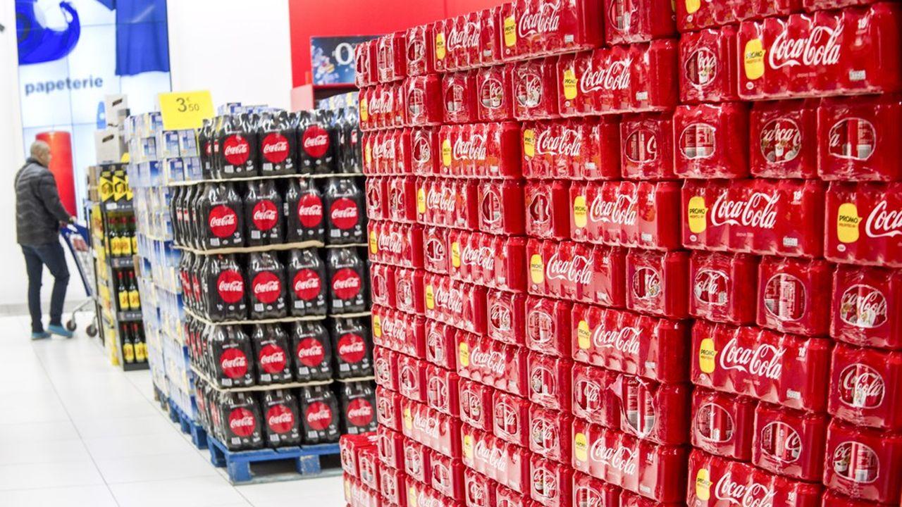 Des marques internationales, comme Coca-Cola, ont plus de moyens pour acheter une forte visibilité dans les rayons des supermarchés que les petites marques françaises.
