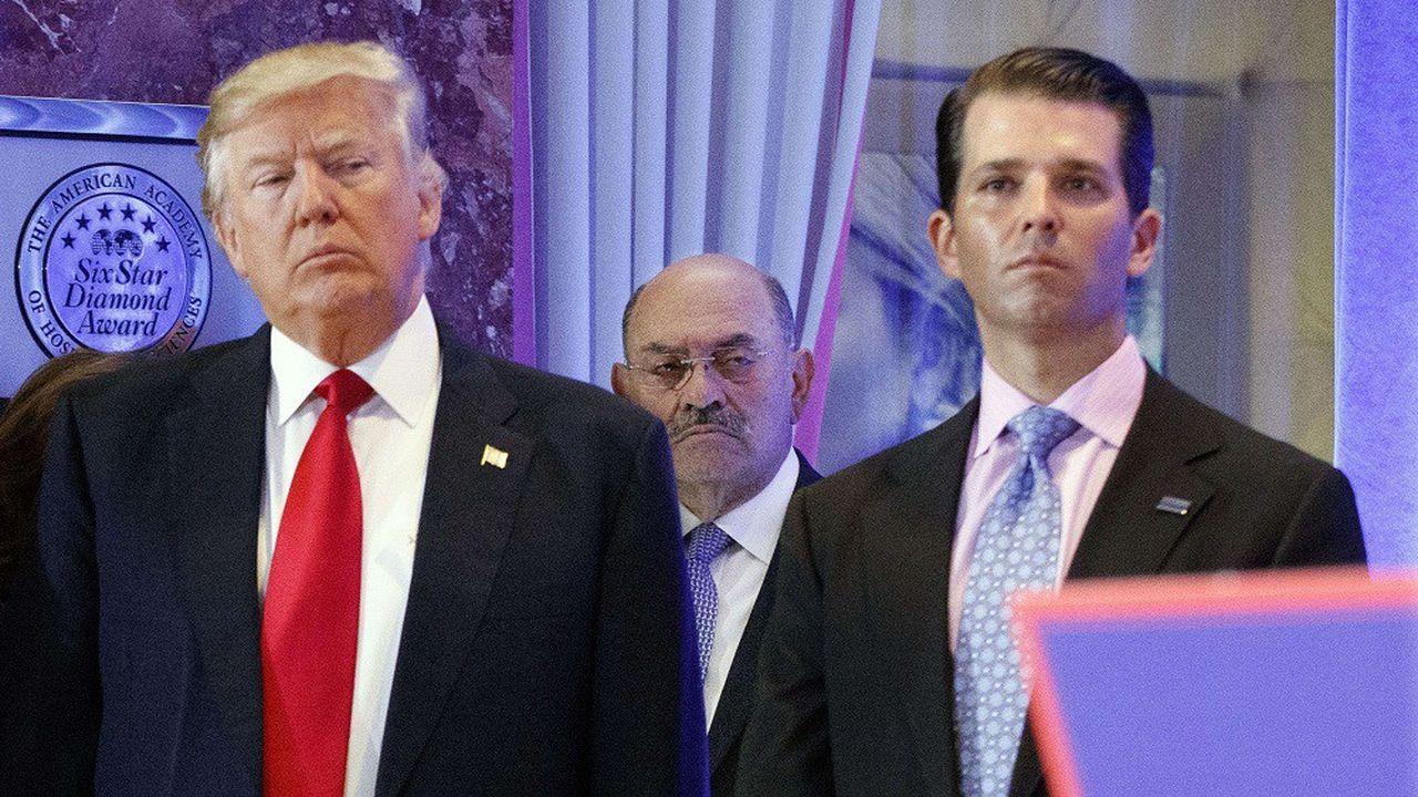 Allen Weisselberg, ici entre Donald Trump et Donald Trump Jr., travaille pour la famille de l'ancien président depuis les années 1970.