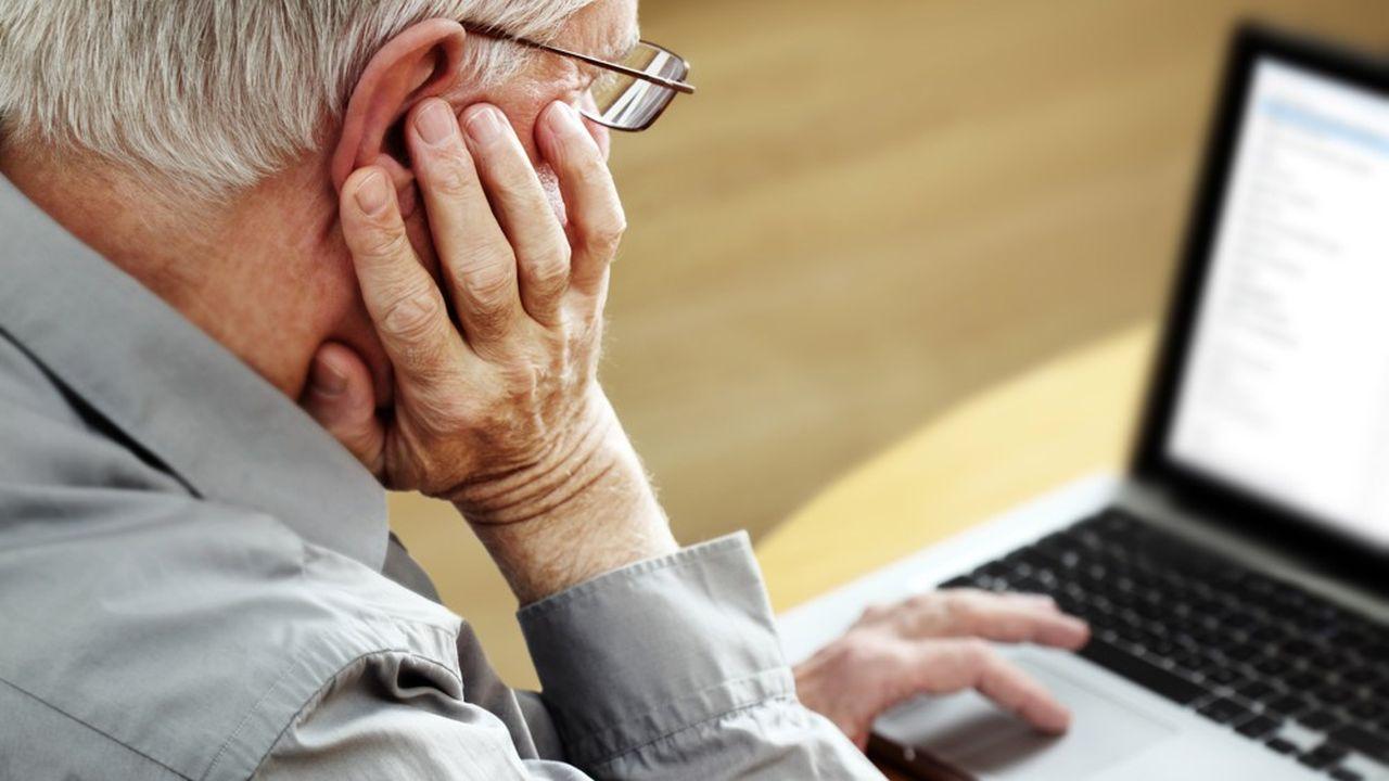 Quelque 93% des 60-69ans utilisent désormais Internet en France, contre 81% il y a deuxans, selon la dernière enquête du Crédoc.
