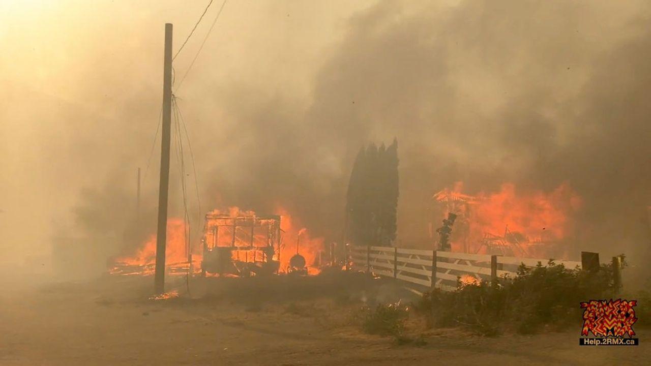 Les autorités provinciales n'ont pour le moment pas annoncé de blessés ni de décès liés à ces incendies.