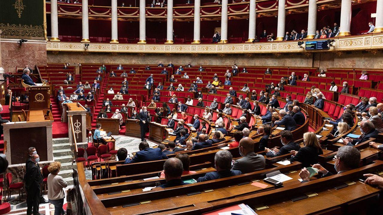 Les sénateurs avaient examiné le texte sur le piratage en mai, avant l'Assemblée nationale en juin.