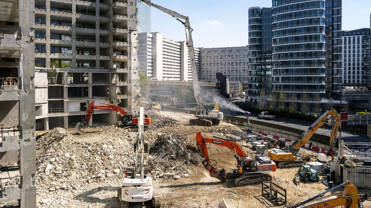 69% des déchets du bâtiment sont valorisés, mais ce taux est tiré par les 30millions de tonnes de matériaux de gros oeuvre inertes comme le béton allant en remblai routier. La valorisation n'est que de 26% pour les déchets du second oeuvre.