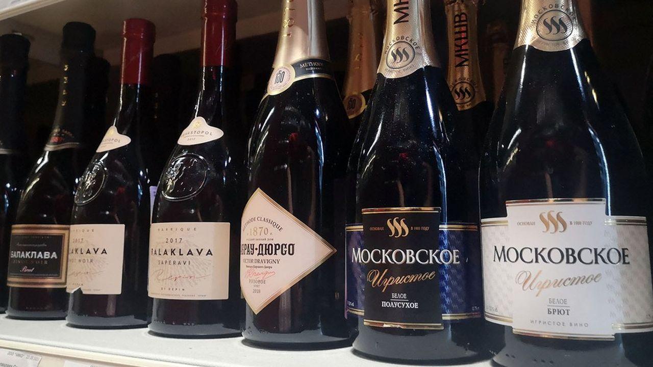 Bien plus économiques que le champagne, les vins pétillants russes baptisés «Champaskoe» sont élaborés en trois semaines au lieu de 15 mois minimum pour les champagnes sans année et 36 mois pour les cuvées millésimées.