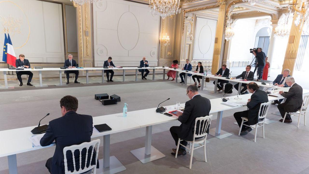 Emmanuel Macron reçoit les partenaires sociaux ce mardi pour échanger sur la sortie de crise.