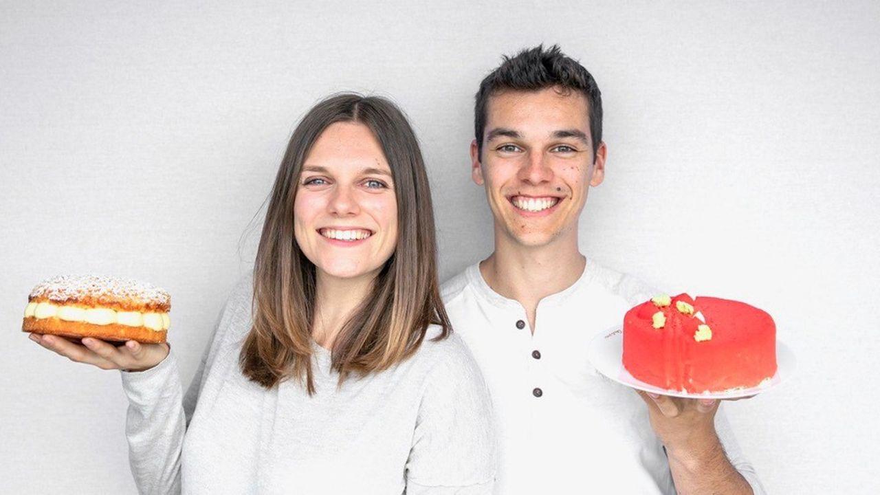 Ava et Charles, 25 ans, vivent aujourd'hui de leurs formations en ligne en pâtisserie.