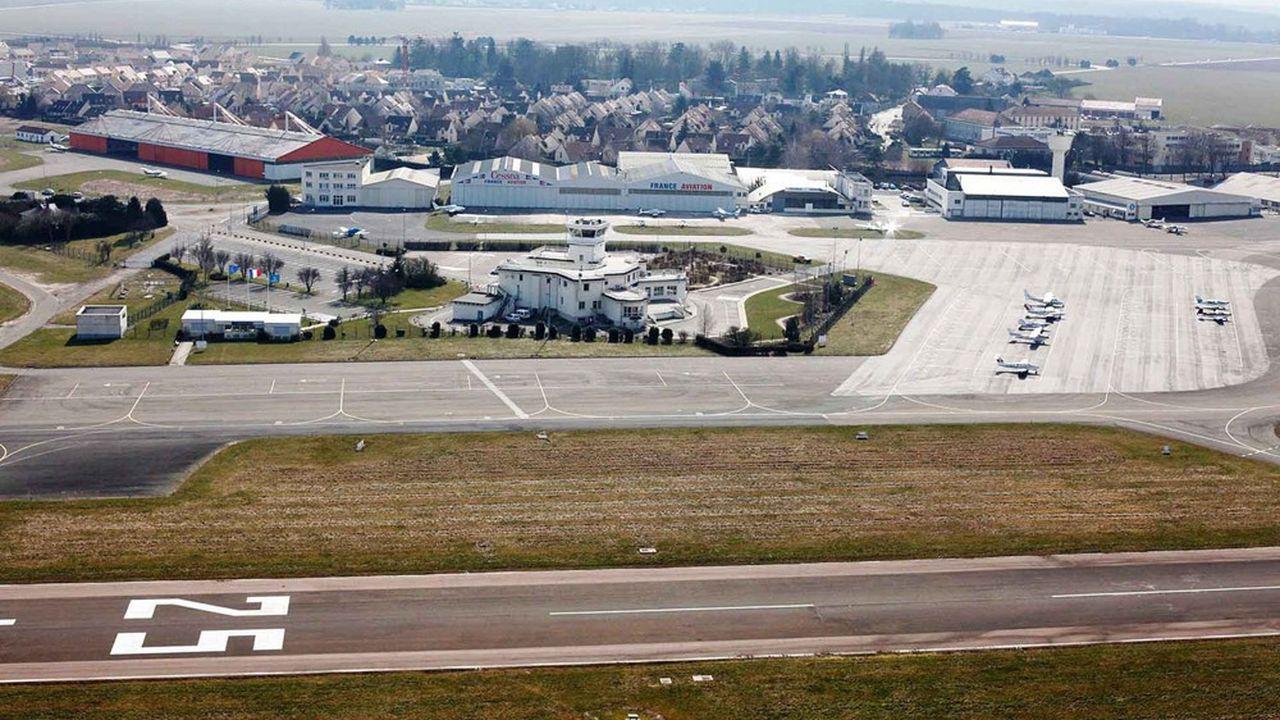 Les jours de pics, jusqu'à 650 rotations quotidiennes d'appareils peuvent être enregistrés à l'aérodrome de Toussus-le-Noble