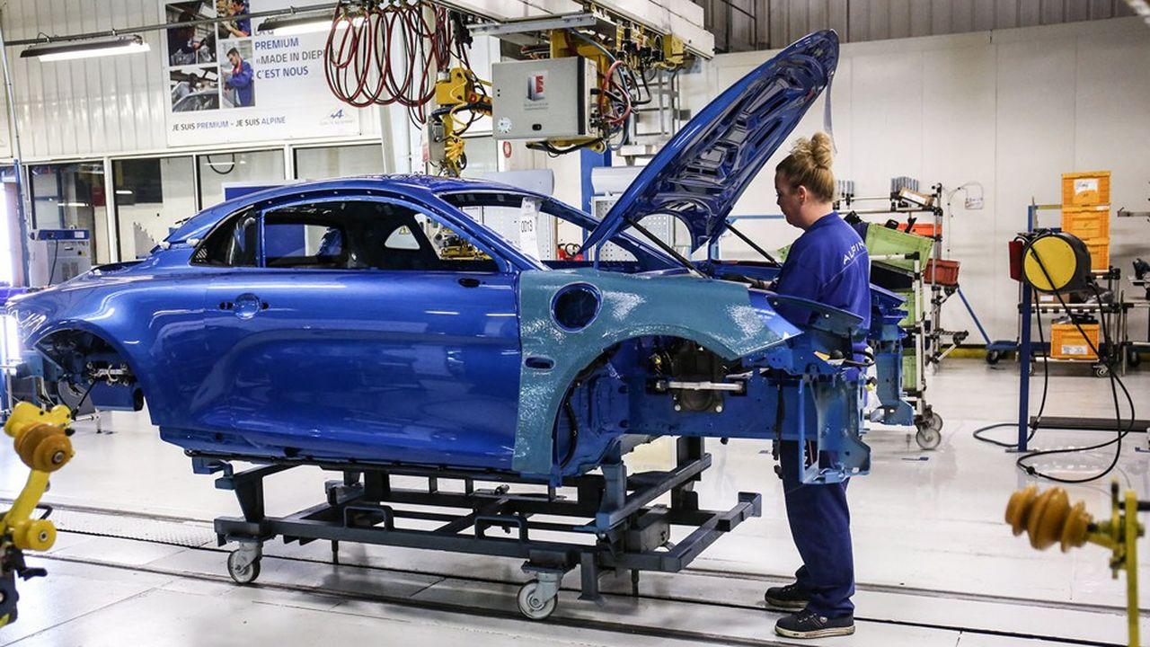Alpine, la marque de sport du groupe Renault, a beaucoup d'aficionados mais trop peu de clients, au point que la fermeture de l'usine de Dieppe, qui fabrique les bolides, a été envisagée. Le directeur général de Renault a choisi de lui donner une nouvelle chance.