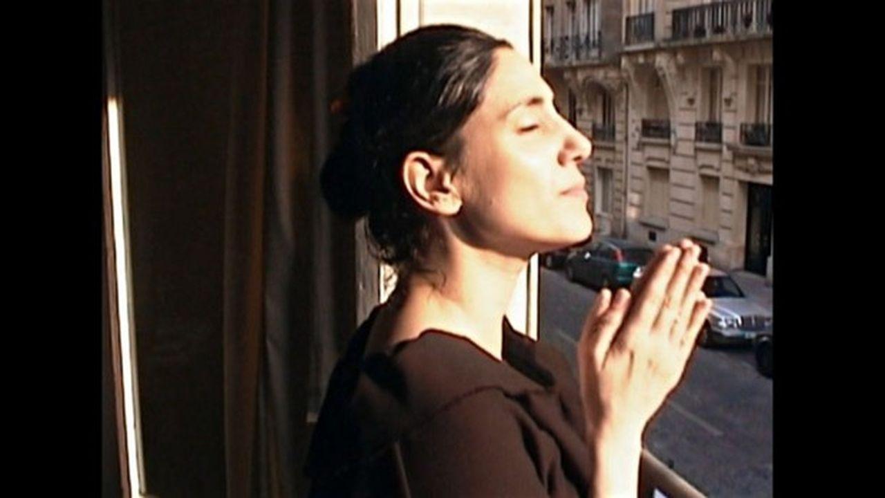 Ronit Elkabetz dans les «Cahiers Noirs» et la lumière de Paris.