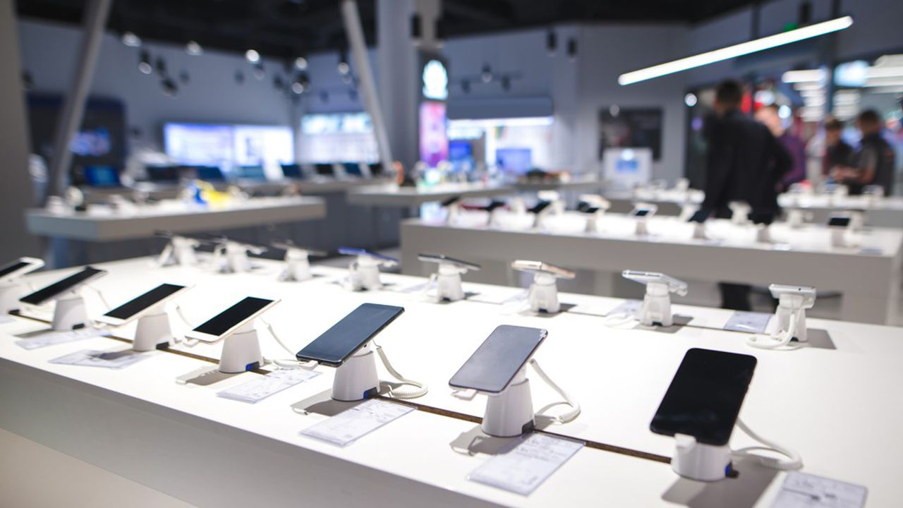 Selon GfK, 16millions de téléphones neufs sont vendus chaque année en France, dont la moitié (49%) par les opérateurs télécoms.
