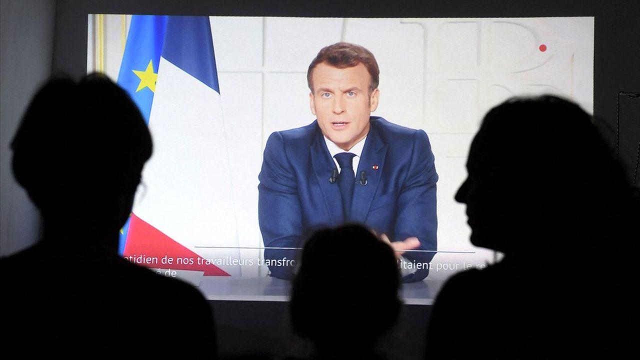 Sans nouvelles mesures pour freiner l'épidémie, la France pourrait renouer avec plus de 20.000 infections quotidiennes selon le ministre de la Santé, Olivier Véran.