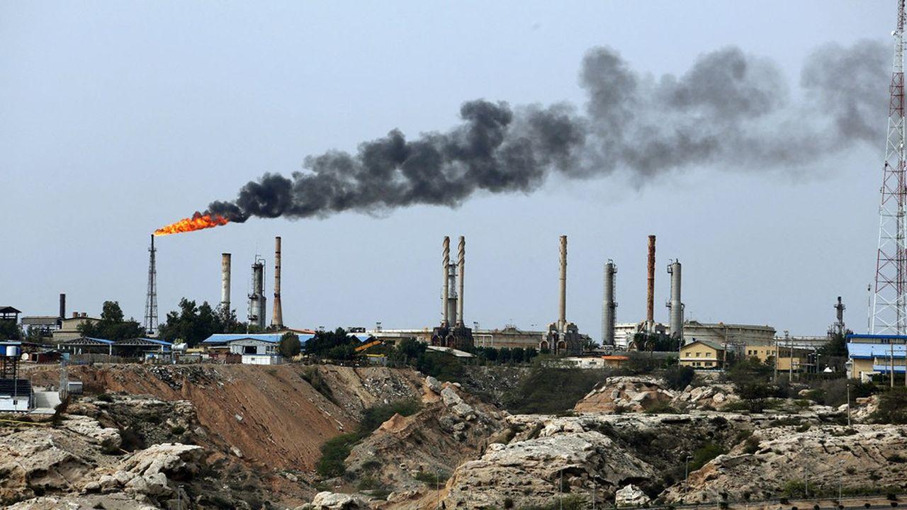 Le net redressement des cours du pétrole, comme celui extrait ici en Iran, va donner une bouffée d'oxygène aux pays exportateurs après sept ans de vaches maigres.
